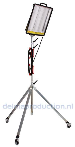 4-parts mobile tripod stand, with flat + M8 nut  (4)