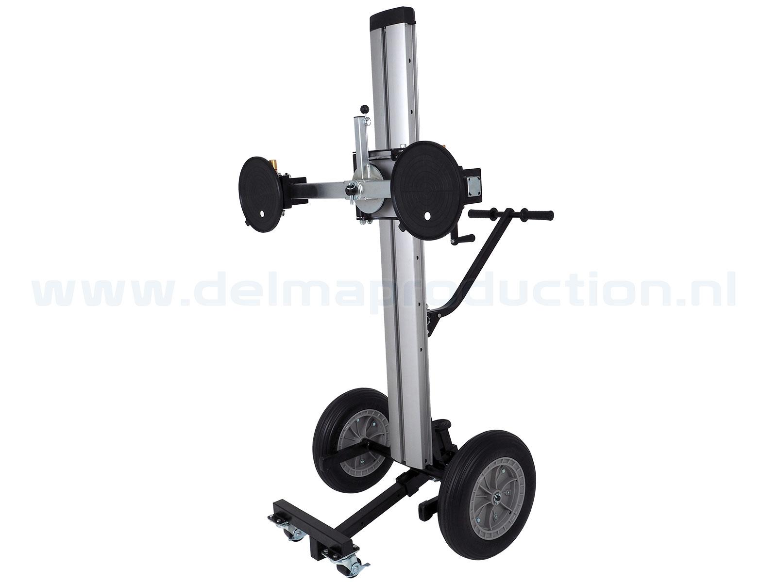 Glas transport- en montagelift Max. hoogte: 1,60 m Gewicht: 49 kg Wielen: 4 stuks (2 geremd) Vloeroppervlak: 1,4 x 1,4 m Draagvermogen: 180 kg (3)