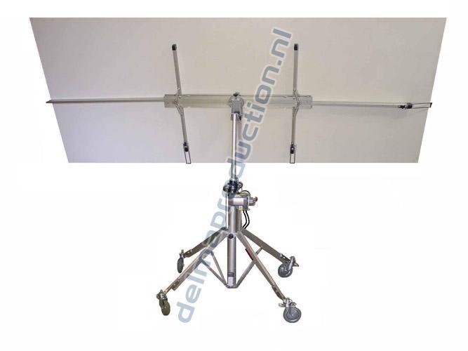 Platenlift elektrisch DED-520 Min. hoogte: 1,12 m Max. hoogte: 5,10 m Gewicht: 37+12 kg Plaat draaibaar: 90° draaibaar (2 fixatiepunten) Horizontaal: ja Verticaal: tot 35° Wielen: 4 stuks (2 geremd) Aansluiting: 230 V Vloeroppervlak: 1,4 x 1,4 m Draagvermogen tot 3,5 m: 90 kg Draagvermogen tot 5,1 m: 68 kg (4)